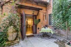 Trastevere-Courtyard